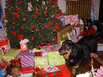 Nyah and Niece Under the Tree